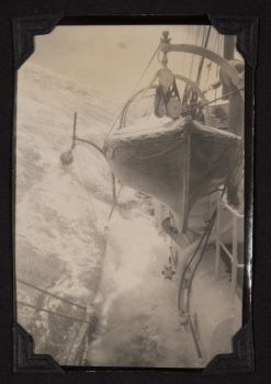 rrs william scoresby pitching during heavy seas on route form south africa to south georgia 1929