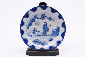 a bow porcelain plate in the golfer and caddy pattern circa 1760 (fs17/27)