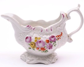plymouth porcelain sauce boat cira 1768-70 proof that cookworthy was capable.