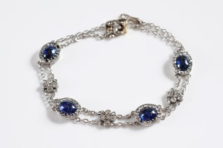a cabochon sapphire and diamond mounted bracelet (fs19/152)