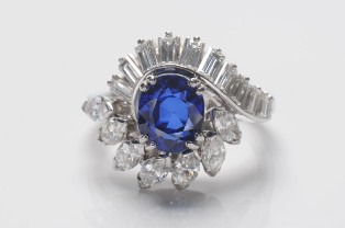 boucheron - a sapphire and diamond cluster ring (fs19/168)